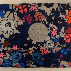 Kipling flower wallet